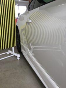 トヨタ86に出来たヘコミをデントリペアで修理