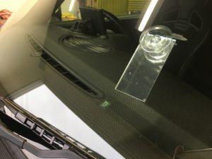 ミニのフロントガラスのチッピング補修
