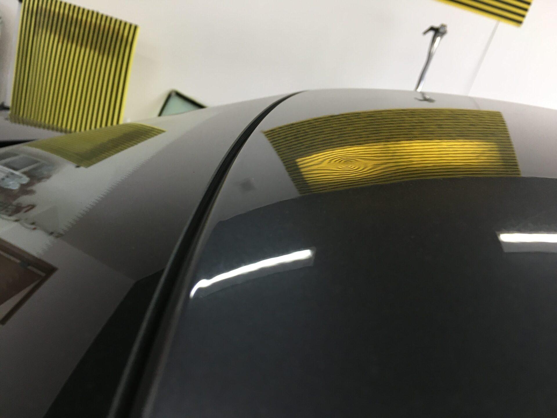 BMWのルーフに出来たヘコミ