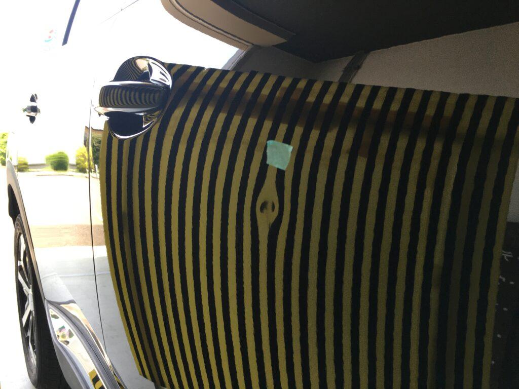 プジョー運転席ドアのデントリペアビフォアー