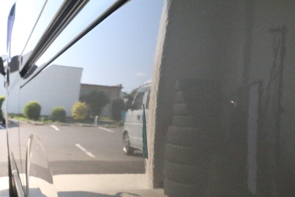 トヨタハイエースのクォーターパネルのヘコミをデントリペア、アフター拡大