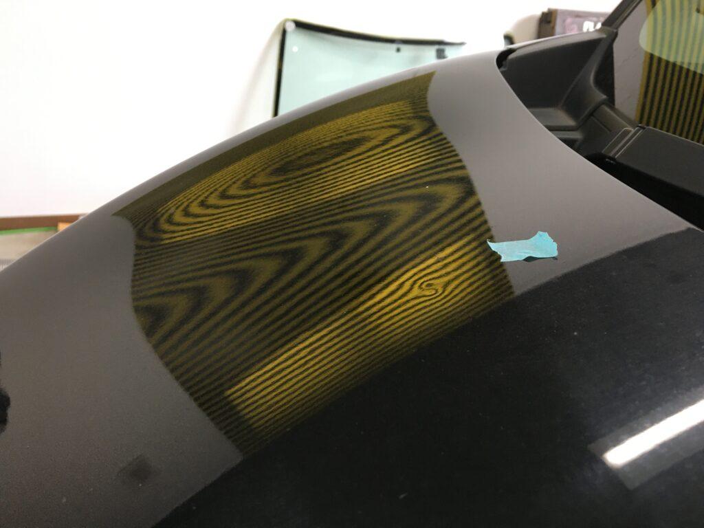 デイズルークスのボンネットのヘコミをデントリペアで修理ビフォアー